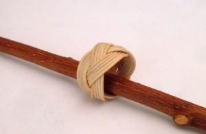 Anello a treccia con bastoncino